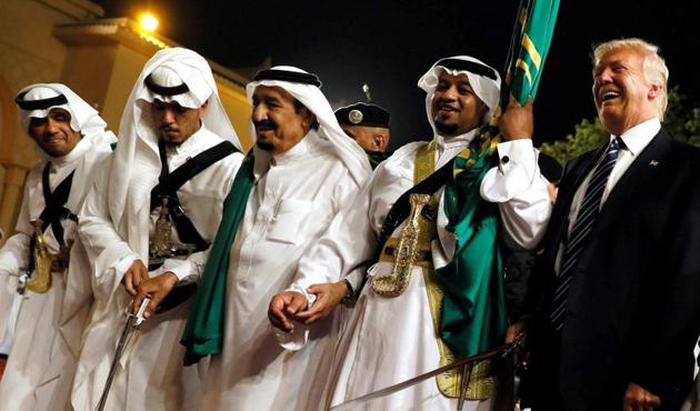 Trump'ın Suudi Arabistan'da 'kılıç dansı'