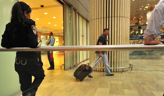 Londra'daki Stansted Havalimanı'nda terör nedeniyle 1 gözaltı