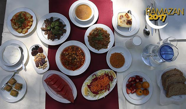 Sağlık Bakanlığı'ndan 'örnek' Ramazan sofrası | FOTO