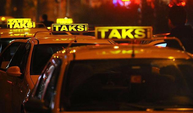 Taksilerin havalimanlarından yolcu alma kararında kargaşa