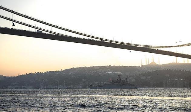 İstanbul Boğazı geçişe açıldı