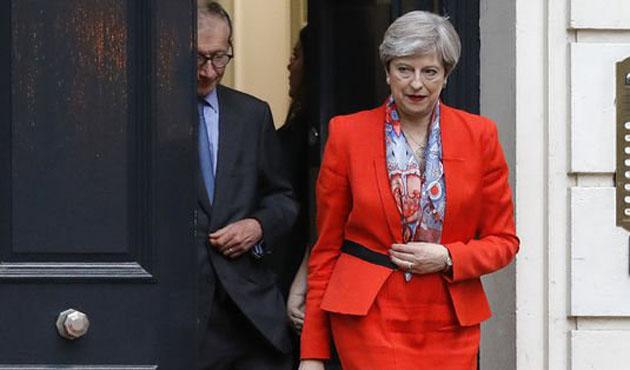 İngiltere Başbakanı May hükümeti kurma görevini aldı