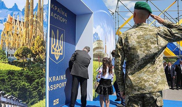 Poroşenko AB'nin kapısını açtı