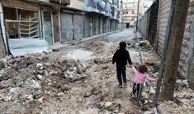 Humus'ta bombardıman durduysa da açlıkla mücadele sürüyor