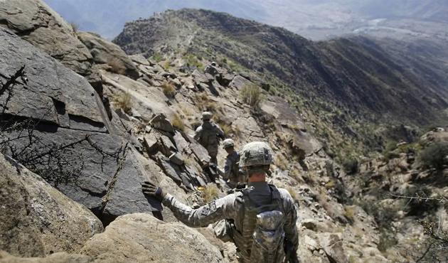 Afganistan'da bölge komutanlığa saldırı