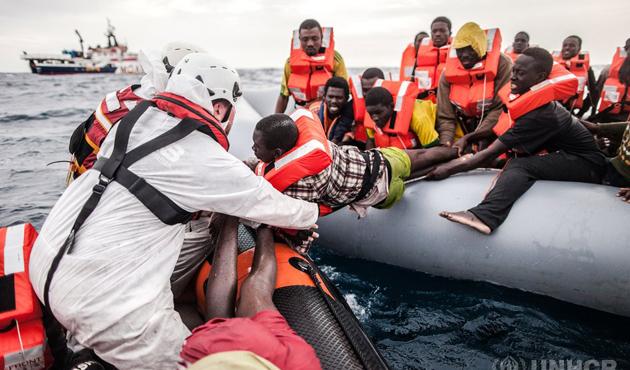 Libya açıklarında göçmen faciası... 90 kişi boğularak hayatını kaybetti