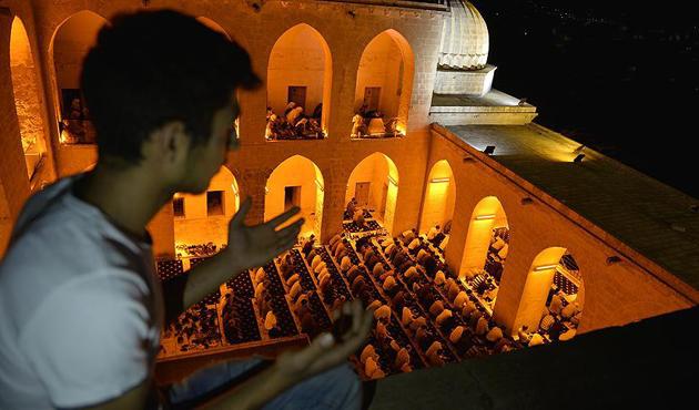 Kadir Gecesi tüm güzellikleriyle idrak edildi | FOTO