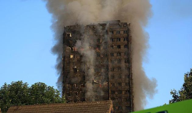 Londra'daki büyük yangında 80 kişinin öldüğü düşünülüyor