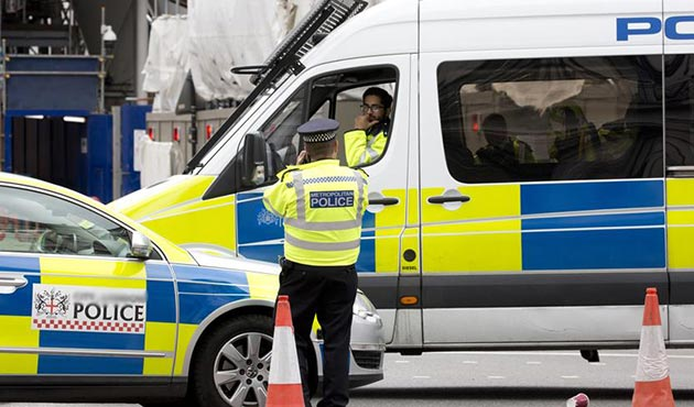 İngiltere'de otomobil bayramlaşan Müslümanları ezdi