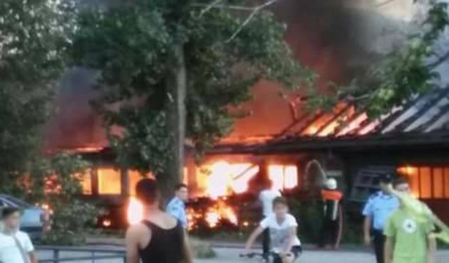 Kosova'da Mehmetçiğin konuşlandığı kışla yanında yangın