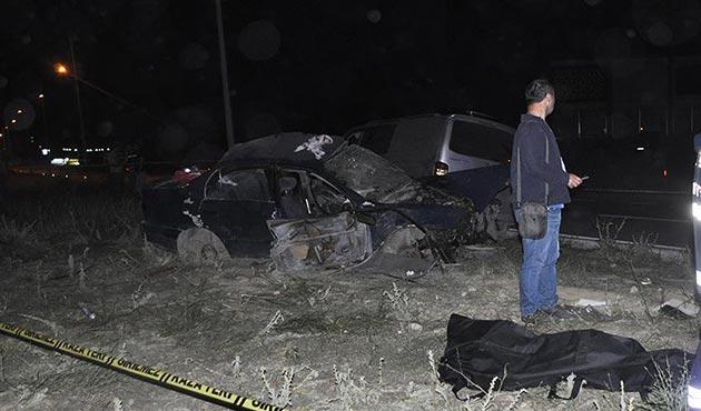 Afyonkarahisar'da otomobille minibüs çarpıştı: 4 ölü
