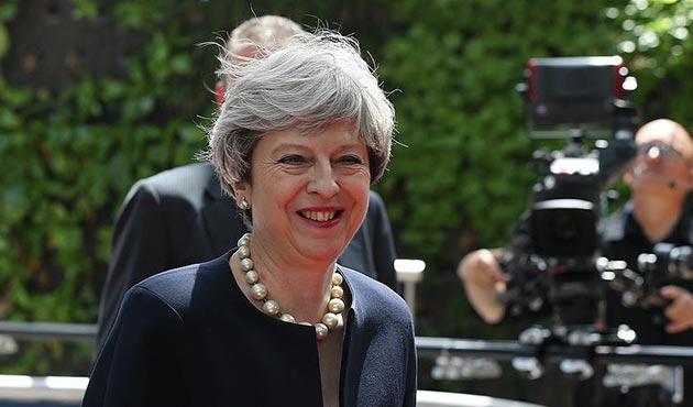 May'in azınlık hükümeti güvenoyu aldı