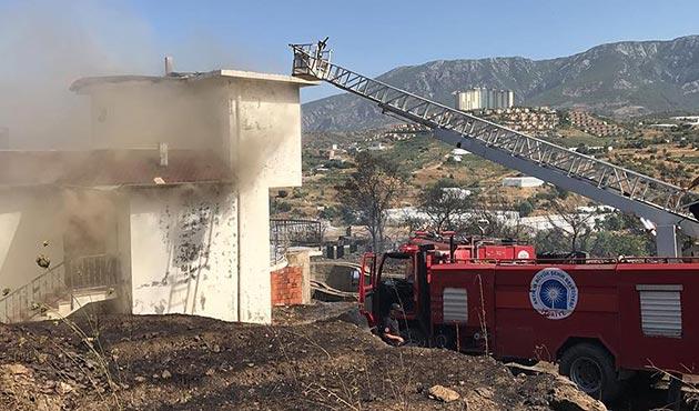 Alanya'da villalar bölgesinde büyük yangın | FOTO