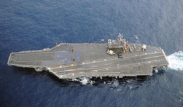 Dünyanın en büyük uçak gemisi, İsrail'e geldi