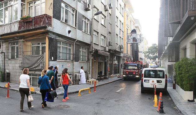 Fatih'te korkutan otel yangını