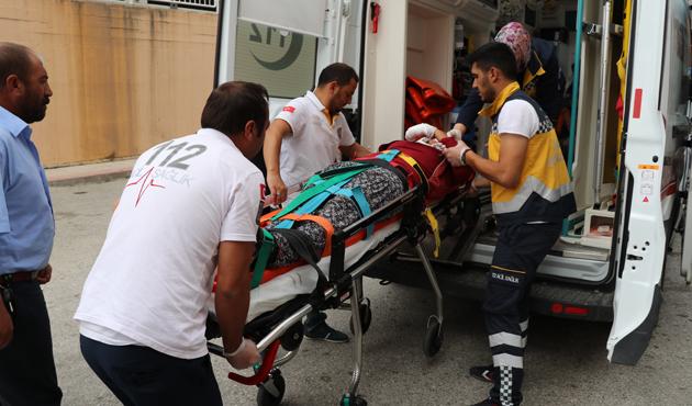 Erzincan'da işçileri taşıyan midibüs devrildi: 19 yaralı