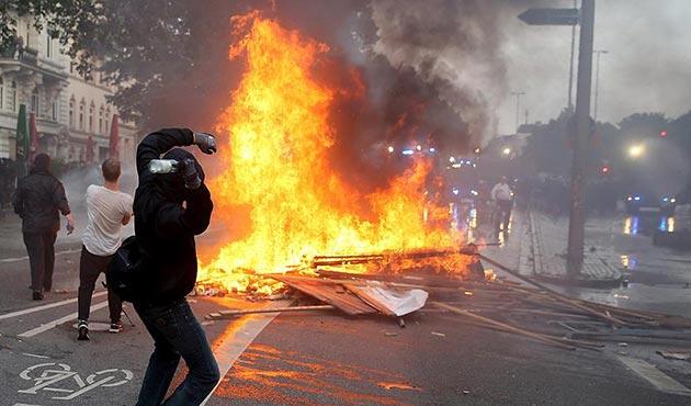 Hamburg'daki şiddet olaylarında ağır bilanço | FOTO