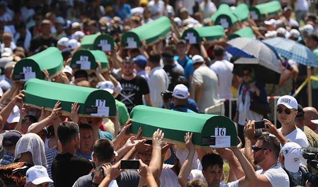 Srebrenitsa katliamının 71 kurbanı daha defnedildi   FOTO