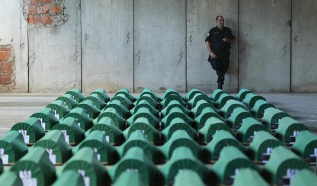 AB'den 'Srebrenitsa katliamı' mesajı