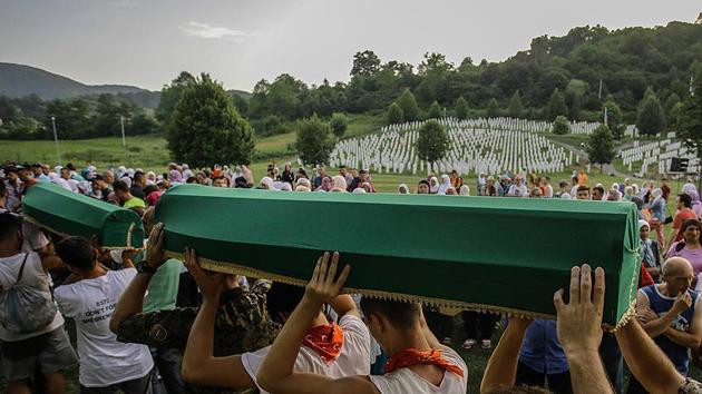71 Srebrenitsa katliamı kurbanı bugün toprağa verilecek