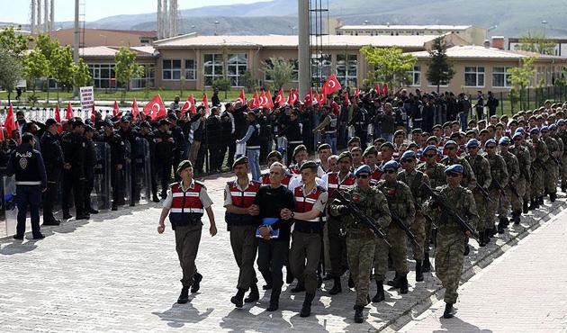 15 Temmuz sonrası TSK'dan 8 bin personel ihraç edildi