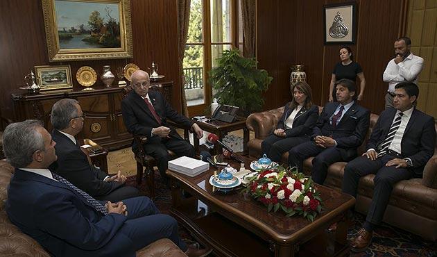 Darbe Komisyonu raporunu Meclis Başkanı Kahraman'a sundu