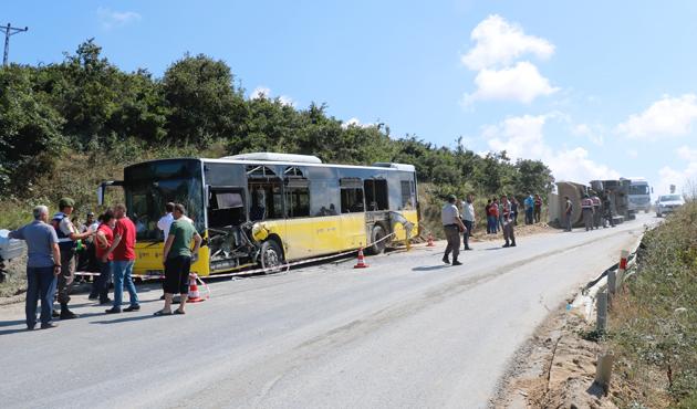Hafriyat kamyonuyla İETT otobüsü çarpıştı: 12 yaralı