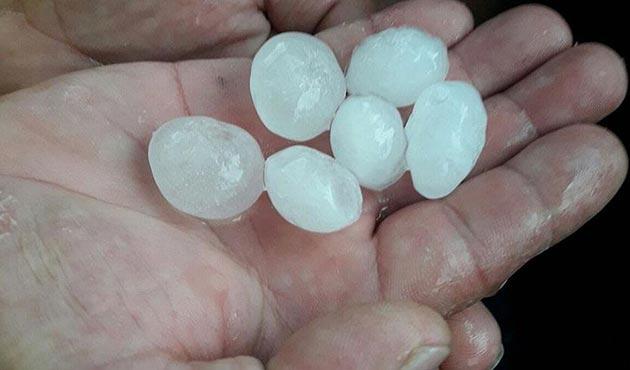 Balıkesir'de fırtına ve dolu etkili oldu