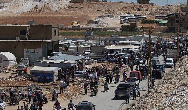 Heyet Tahrir Şam üyeleri ve binlerce mülteci İdlib yolunda