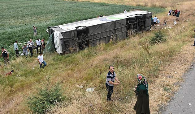 Amasya'da yolcu otobüsü devrildi: 5 ölü, 36 yaralı