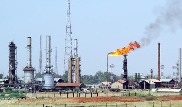 Hindistan BAE'nin petrol sahasına girdi
