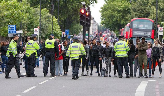 İngiltere'de polise kılıçla saldırıya ilişkin gözaltı