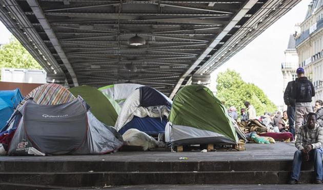 Paris'te 2 bin 500 sığınmacının bulunduğu kamp boşaltıldı