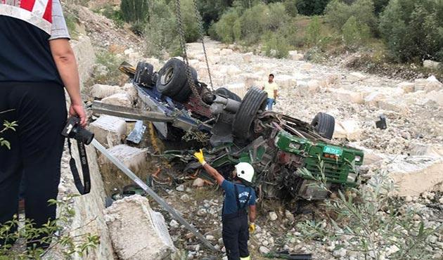 Erzurum'da TIR, cenazeye katılmaya giden aileye çarptı: 3 ölü