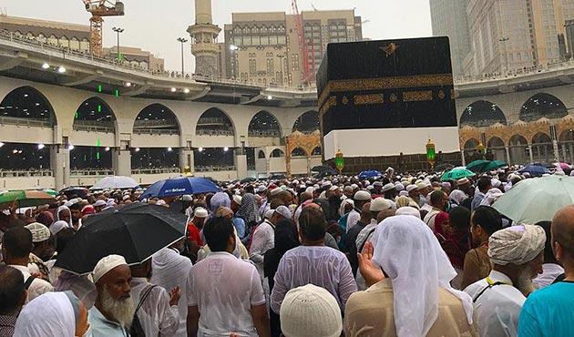 Kabe'de yağmur sevinci   FOTO