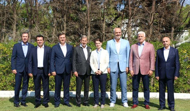 Batı Balkan ülkelerinin liderleri Arnavutluk'ta toplandı