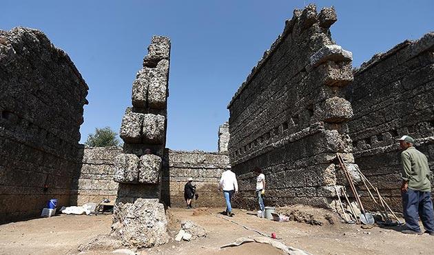 Antalya'da 2 bin yıllık dükkanlar ortaya çıkarıldı