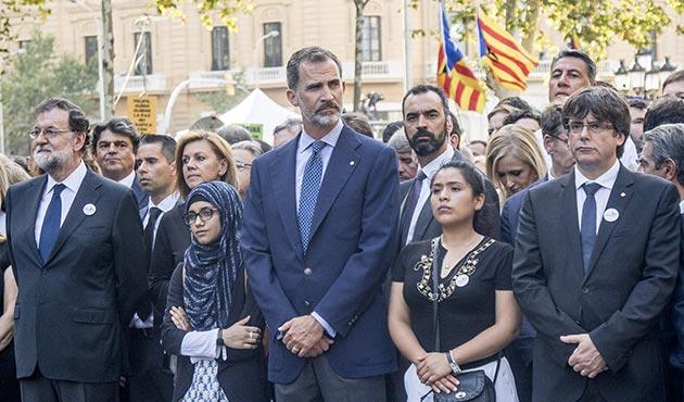 İspanya Kralı, teröre tepki için ilk kez Müslüman bir kadınla birlikte yürüdü | FOTO
