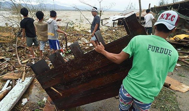 Filipinler'de Pakhar tayfunu etkili oldu