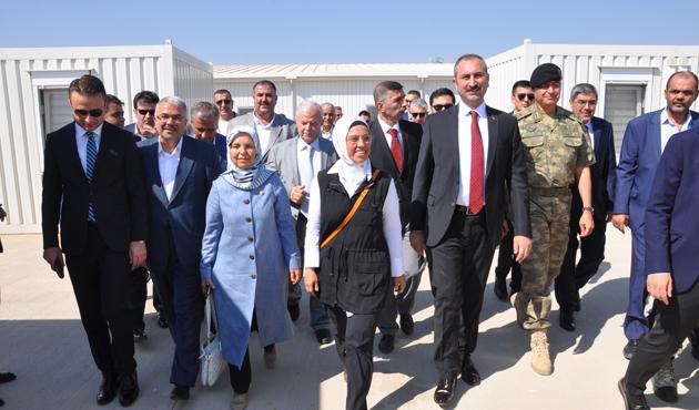 Adalet Bakanı Gül sınır karakolunda