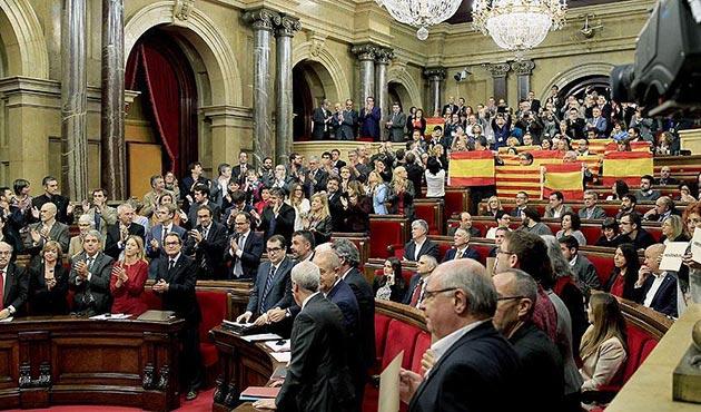 Katalonya hükümeti bağımsızlık referandumundan vazgeçmiyor