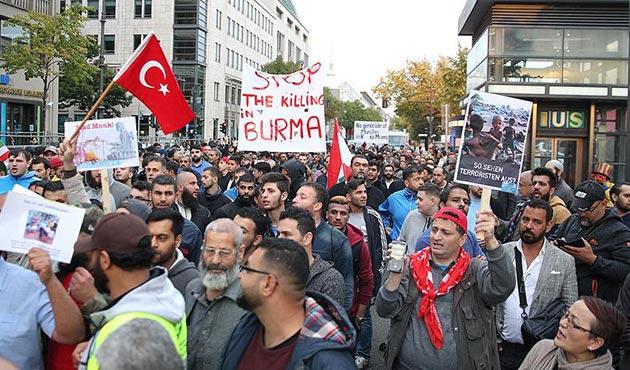 Almanya'da, Arakan'daki Müslümanlara yapılan saldırılara protesto