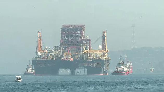 Dev petrol arama platformu, İstanbul Boğazı'nı kapattı
