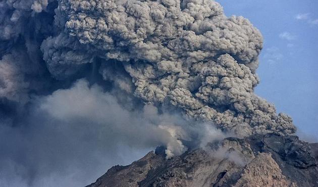 Endonezya'da yanardağ alarmı ikinci düzeye çıkarıldı
