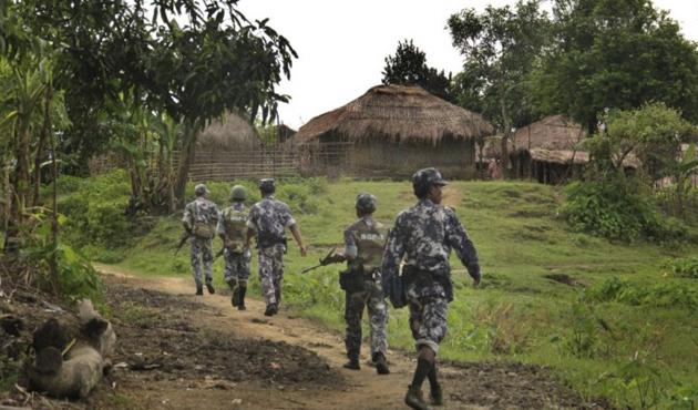 Myanmar'ı kınamayan ABD'den Arakanlılara yardım