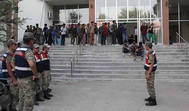 Erzincan'da 50 kişilik yolcu otobüsünde 174 kaçak yakalandı