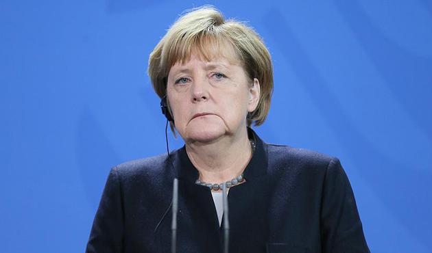 Steinmeier ve Merkel de sandık başında