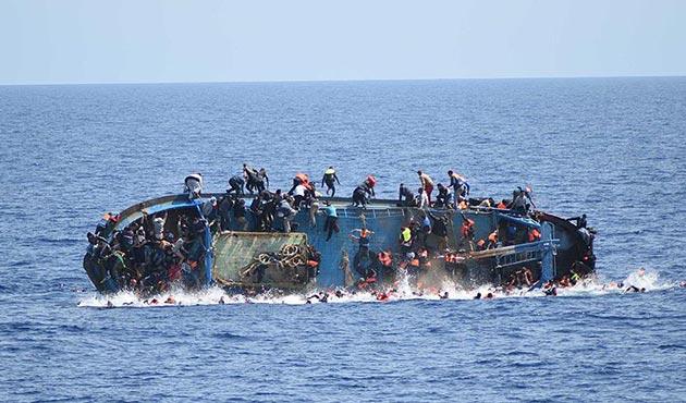 Yunanistan'da sığınmacıları taşıyan bot battı