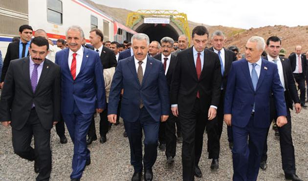 Bakü-Tiflis-Kars Demiryolu'nda test sürüşü yapıldı