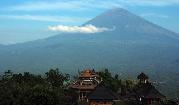 Bali Adası'ndan 100 bin kişi tahliye edildi